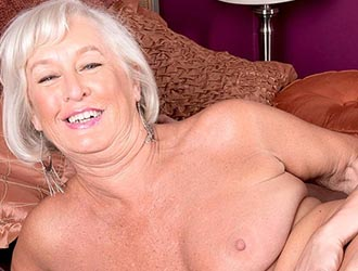 Granny Text Chat - MILF Text Chat - Babe Shows Online